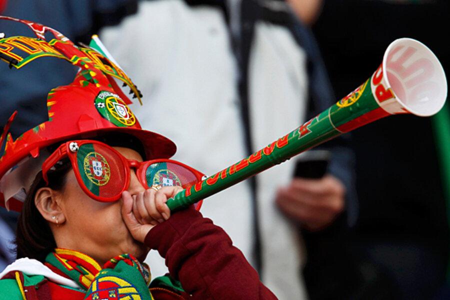 Vuvuzela controversy solved? A quieter vuvuzela - CSMonitor.com