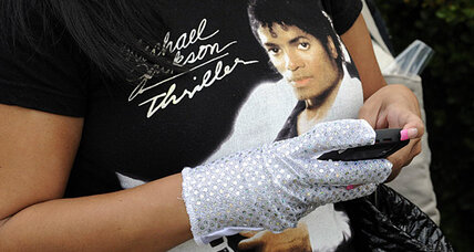 Michael Jackson tributes: Michael Jackson fans around the world honor his memory