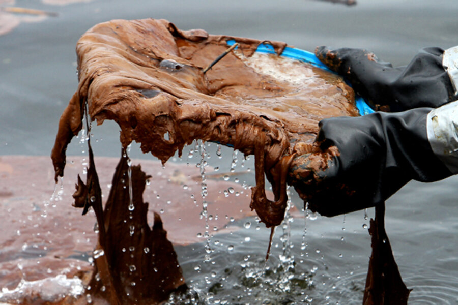 Biggest oil spill forces closure of Mississippi Sound to ...