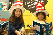 csmarchives/2010/09/CHILDREN_CELEBRATE_CAT_IN_THE_HAT_4396882.JPG