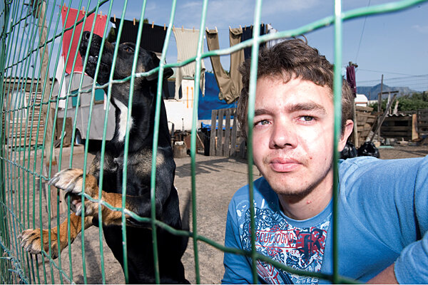 https://images.csmonitor.com/csmarchives/2010/10/1018-OWHITETOWNSHIPS-01-SOUTH-AFRICA-WHITE-SQUATTER.jpg?alias=standard_600x400