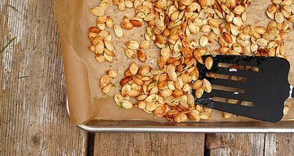 Roasted pumpkin seeds with lime and garlic