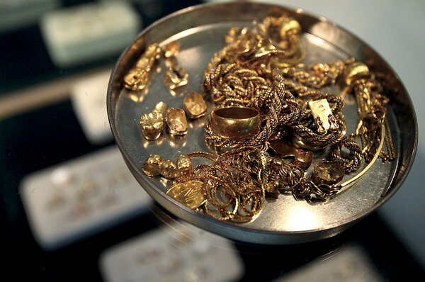 Gold Items At The Advantage In Santa Rosa Calif Are Prepared To Be Sent Away For Melting More Collectors Of Silver And Jewelry Or Art