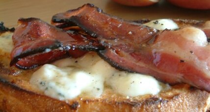 Blue cheese and bacon tartine