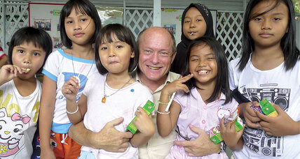 Marc Gold travels Asia paying it forward through little acts of kindness