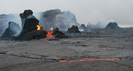 Why did Hawaii's Kilauea volcano shoot lava 80 feet into the air?