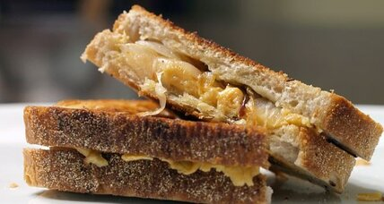 Gouda and caramelized onions grilled cheese