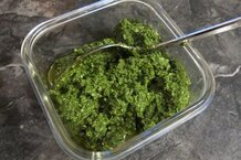csmarchives/2011/04/nettle pesto.jpg
