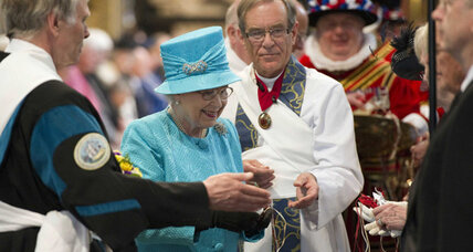 Maundy Thursday: Queen Elizabeth gives out money, Czech children go skinny dipping