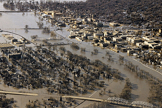 red river flood of 1997 We put those questions and more to several scientists who have studied climate and hydrology in the red river basin what factors led up to the 1997 flood.