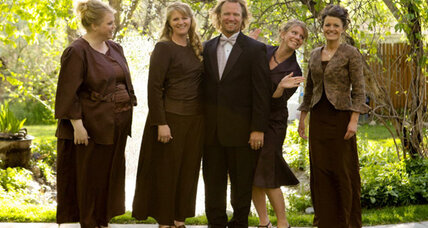 'Sister Wives' family sues to prevent prosecution for polygamy