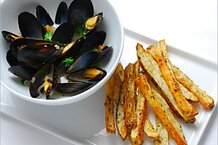csmarchives/2011/07/mussels-frites.jpg