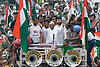 India's anticorruption hero Anna Hazare leaves jail, rallies supporters (video)