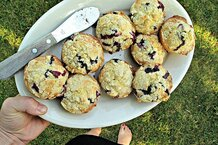 csmarchives/2011/08/blueberry muffins.jpg