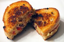 csmarchives/2011/08/cranberry grilled cheese.jpg