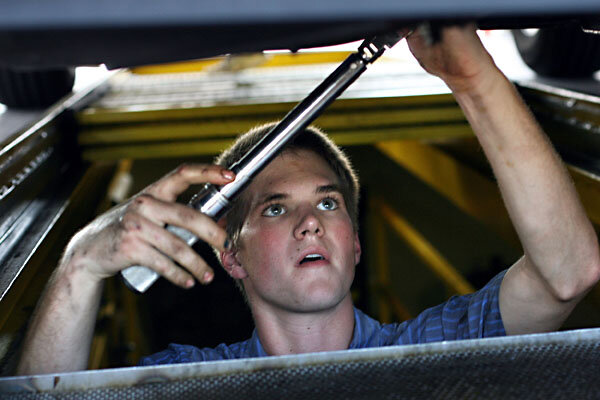 At home oil change vs jiffy lube csmonitor by trent hamm guest blogger september 11 2011 solutioingenieria