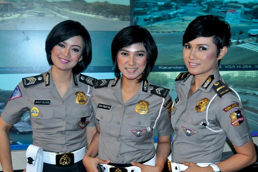 Indonesias Fashion Cops Stop Traffic - Csmonitorcom-1728
