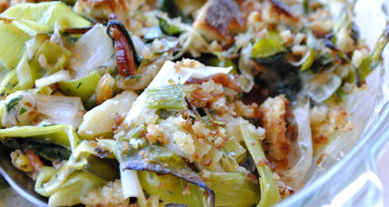 Creamy leek gratin with breadcrumbs and bacon