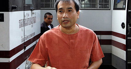 Thai court sentences American citizen to 2.5 years in prison for insulting monarchy (VIDEO)
