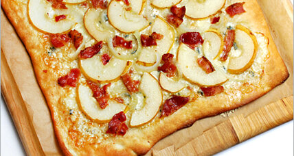 Pear and blue cheese bacon pizza