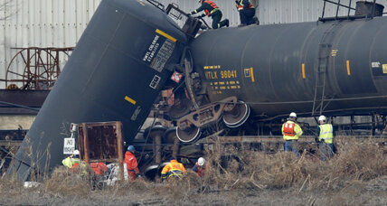 New Jersey derailment: How safe are hazmat rail shipments? (+video)