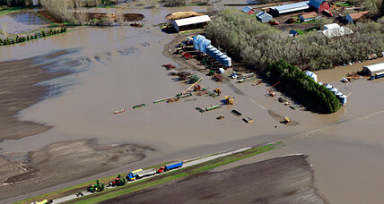 In soggy North Dakota, hopes rise that floodwaters won't