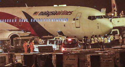 Malaysian airliner lands safely after tire bursts