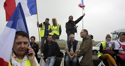 Protesters, seeking migrant camp closure, block Calais roads